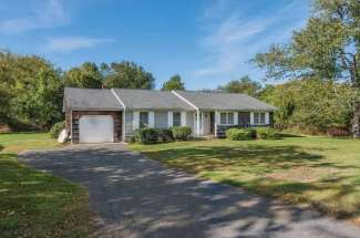 Shelter Island Close Proximity to Sunsets and Beach