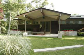 Artist's Mid-Century Modern on Shelter Island Near Beach
