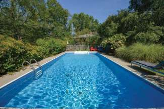 Shelter Island Cottage with Pool