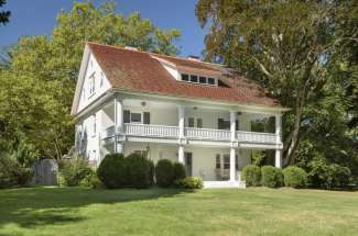Newly renovated 1911 Plantation Style Home