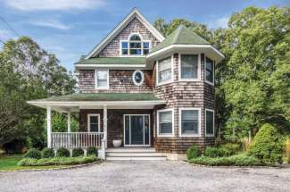 Shelter Island Artist's Colonial with Pool