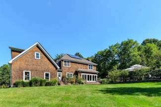 Shelter Island Traditional with Pool Close Proximity to Beach