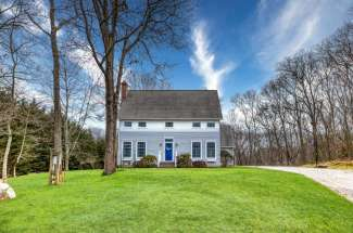 Shelter Island Tranquil Traditional with Pool near Beach