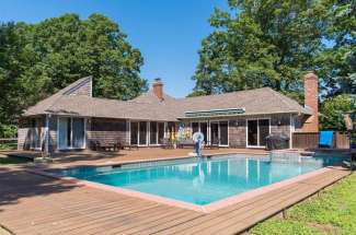 Shelter Island Waterfront With Pool