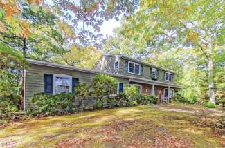 Shelter Island Spacious Traditional near Beach