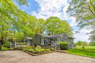 Freshly Renovated Shelter Island Cottage on Golf Course