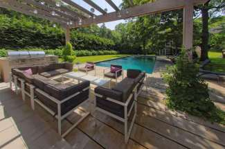 Shelter Island Spacious Traditional with Pool