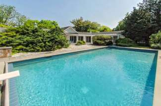 Lush and Lovely Shelter Island with Pool