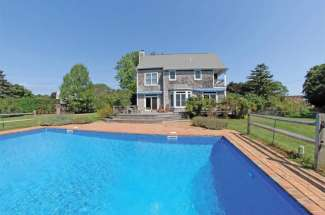 Shelter Island Sweet Traditional with Pool