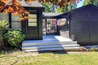Sleek Shelter Island Cottage