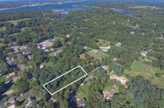 Shelter Island Close Proximity to Beach and Heights
