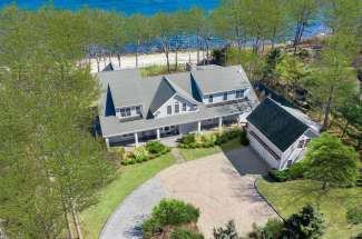 Shelter Island Gardiners Bay Beach House with Pool