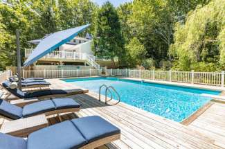 Shelter Island Quiet Cottage with Pool