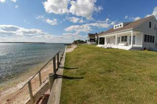 Glorious Shelter Island Waterfront Cottage
